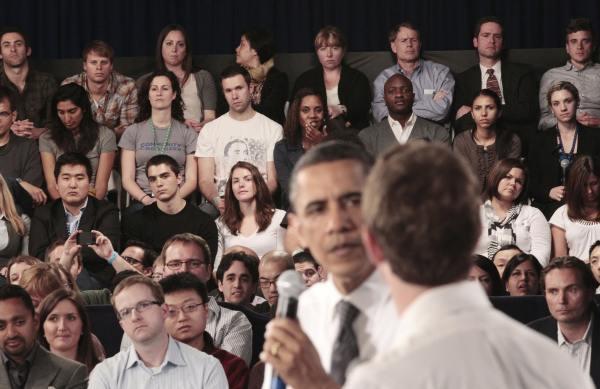600ap zuckerbergobama8 062355 [UPDATE] Foto   Foto Kunjungan Barrack Obama Ke Kantor Pusat Facebook