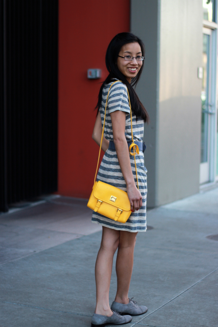 marc by marc jacobs striped tshirt dress grey yellow purse oxfords