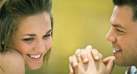 4 طرق غريبة لتصبحي أكثر جاذبية بنظر زوجك! - الحب والرومانسية العشق الحبيبان رجل يمسك يد امرأة - man hold woman hand couple holding hands
