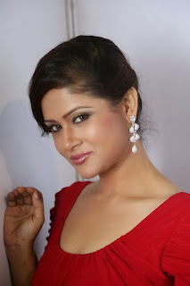 Anchor Shilpa Chakravarthy Pictures in Red Dress at Billa Ranga Audio Launch 0026