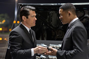 Josh Brolin y Will Smith en Men in Black 3