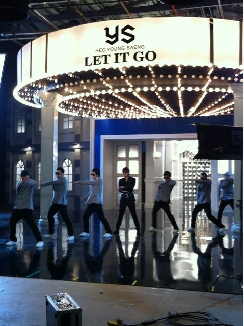 [SOLO] 12/05/2011 - Heo YoungSaeng 'LET IT GO' - Page 5 8