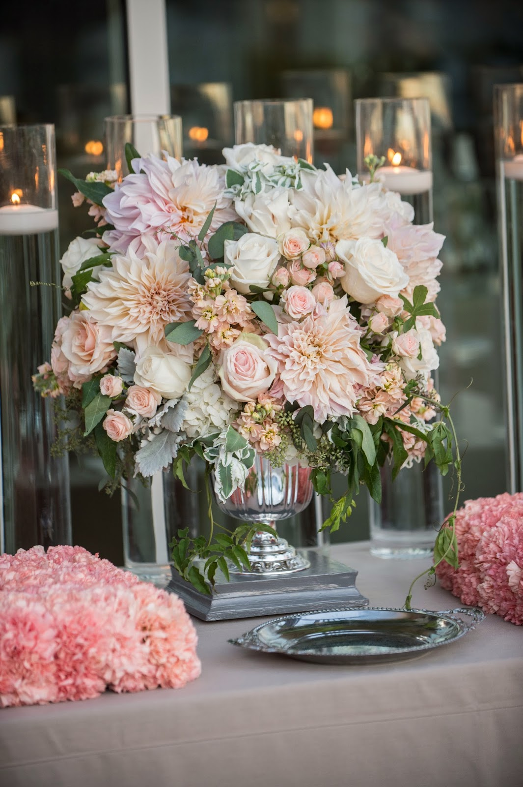 cafe-au-lait-dahlias-wedding-centerpiece