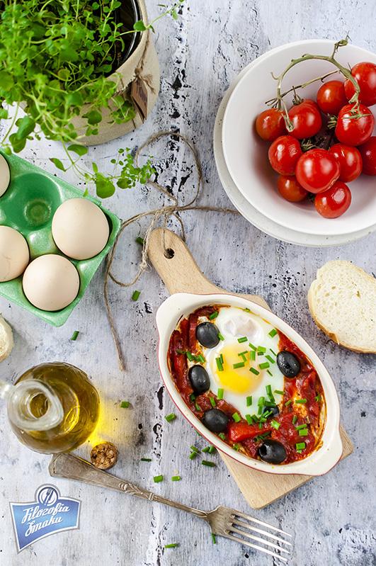 Zapiekane jajka z oliwkami