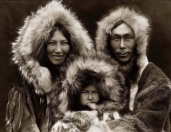 Indian Pictures: Life and Culture of the Eskimo Revealed in Photo