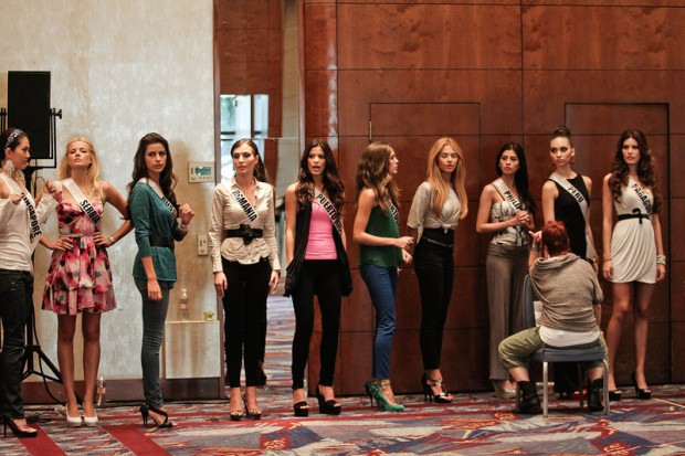 Miss-Universe-2011-Contestants-exercises-6