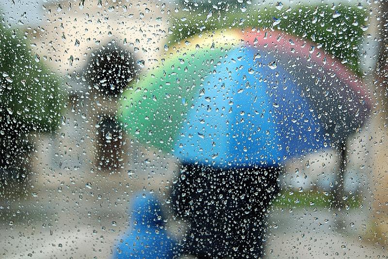 La poesia della psiche il genitore ombrello for Sotto la pioggia ombrelli