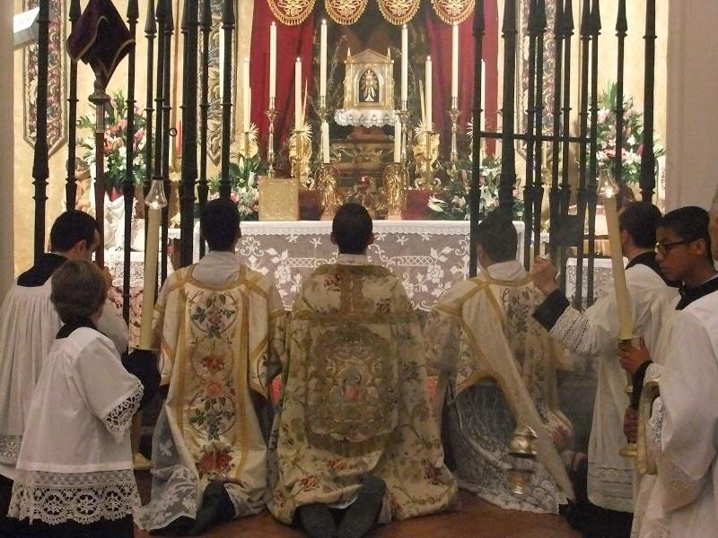 http://1.bp.blogspot.com/-bRk0DUzXT4M/U1uAPTev_4I/AAAAAAAARwI/9TKaxTAYUJI/s1600/CATHOLICVS-Sacrum-Triduum-Toledo-4.jpg