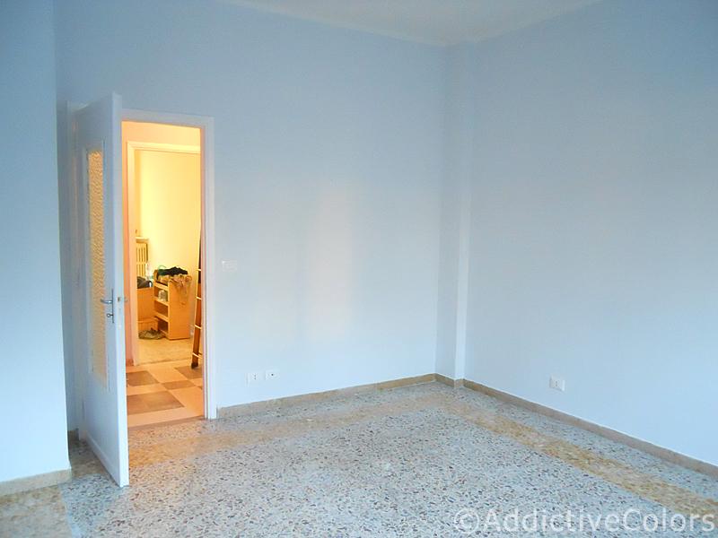 Pareti Camera Gialle : Le pareti e la fascia decorativa di piastrelle ...