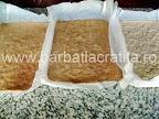 Prajitura Krantz cu crema si nuci caramelizate Preparare reteta foi - scoase din tava in care au stat la cuptor
