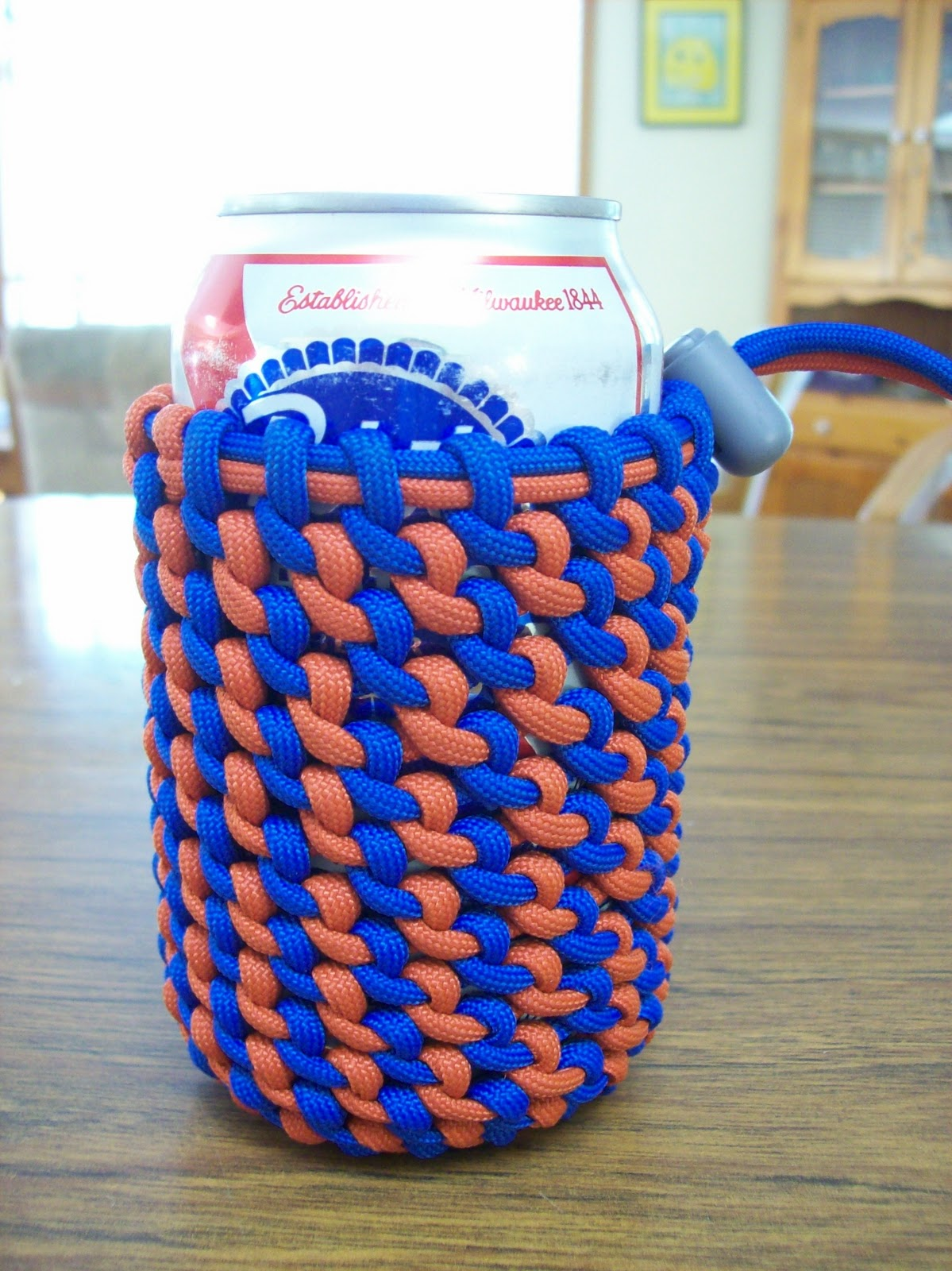 Two headed dog paracord koozies for Paracord koozie how to make