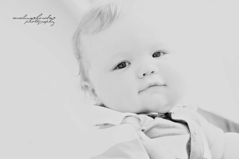 fotografia Ewelina Choroba,  bw, czarnobiałe, uśmiech, dziecko, baby, lowkey