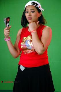 Actress Swetha Basu Prasad Latest Picture Shoot Gallery 0017