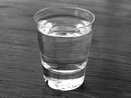 A Peleja de Zumira e Patolina: O Copo D-Agua