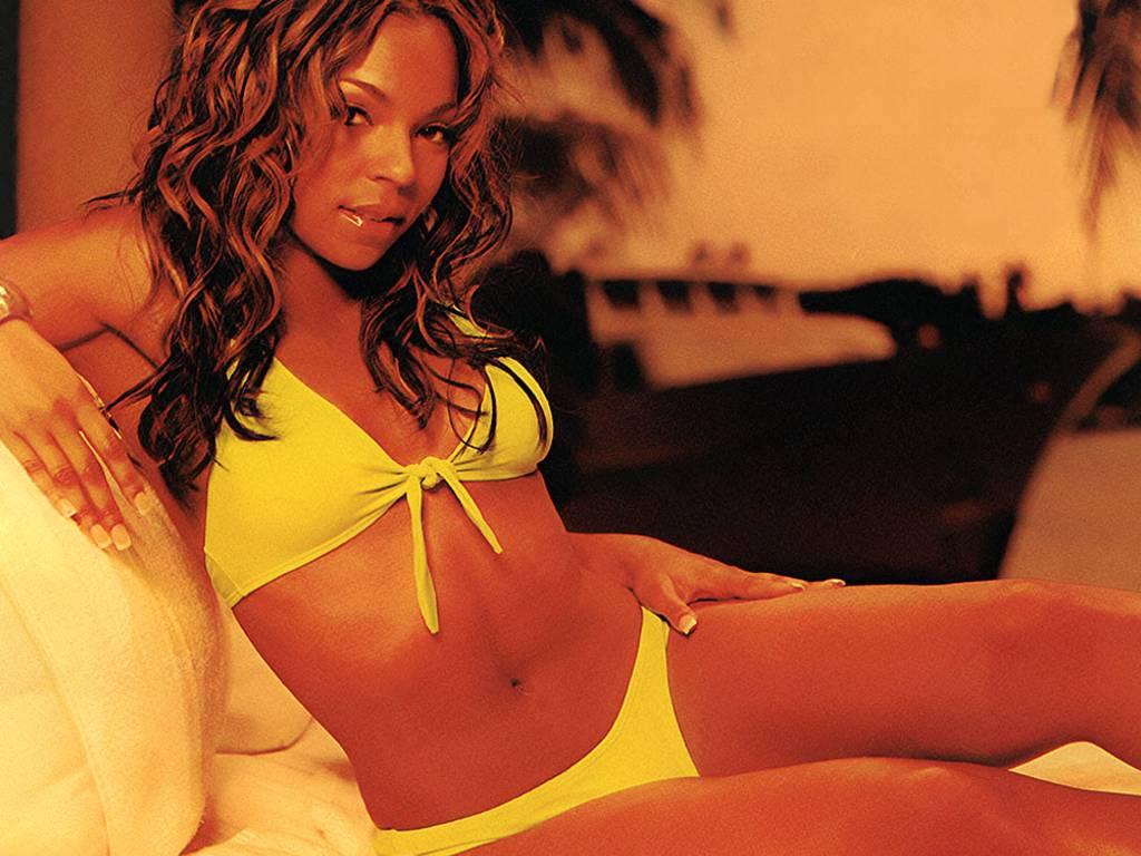 http://1.bp.blogspot.com/-bTMTwMBVjGE/ToDDadEzG-I/AAAAAAAABI4/te52spGTEiU/s1600/Ashanti-in-hot-bikini-1.JPG