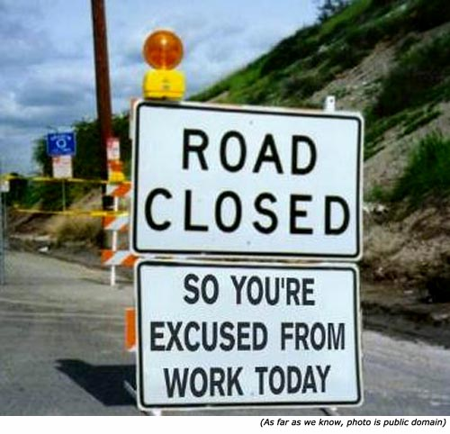 Panneaux comiques - Page 4 Funny-road-signs-road-closed-excused-from-work