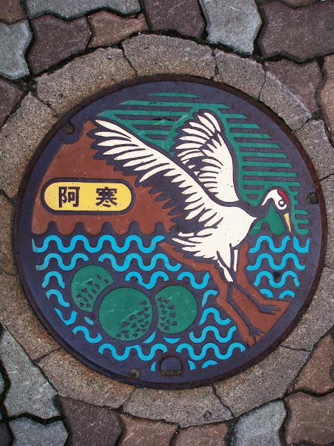 Arte nipón en el mobiliario urbano Manhole+japan+cover+14