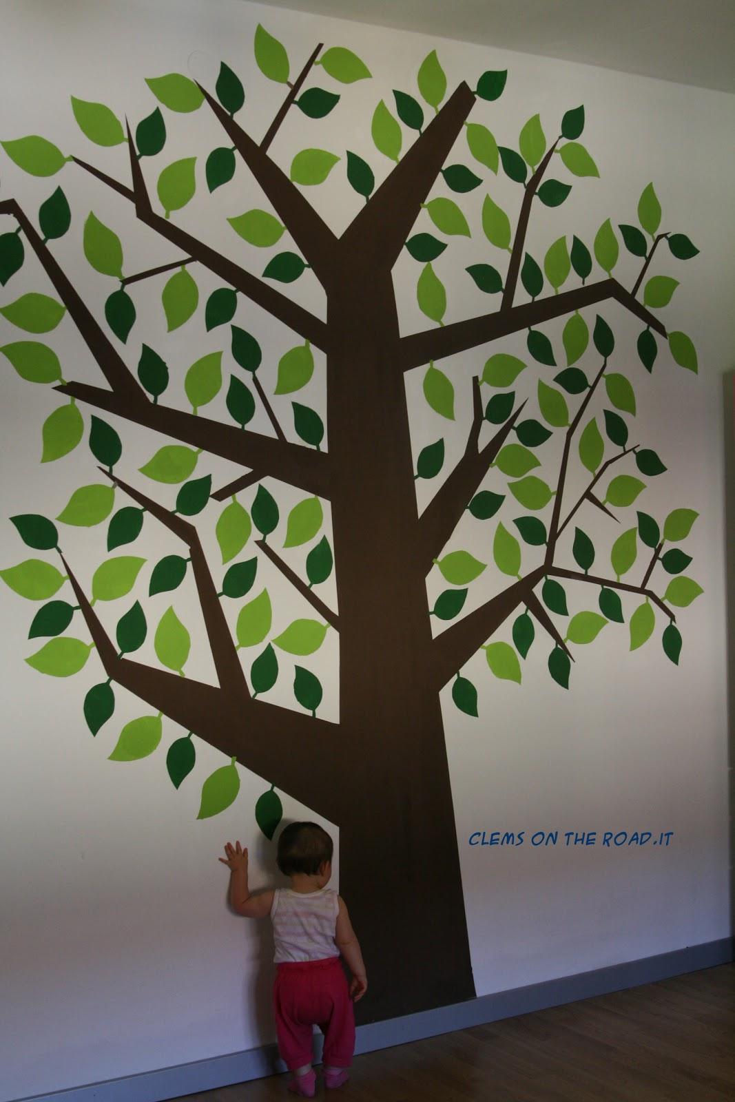 Clems on the road l 39 albero sul muro - Stencil parete albero ...