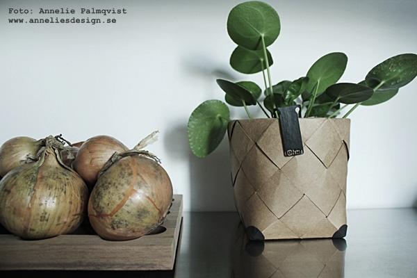Oohh kruka, Oohh design, krukor, flätad kruka, lök, grönsaker på hylla, kök, köket, kökets, kökshylla, hylla, hyllor, ikea, blomma, växter, webbutik, webbutiker, webshop, inredning, inredningsblogg, blogg, växt, plättar i luften, rostfria hyllor, rostfritt, rostfria,