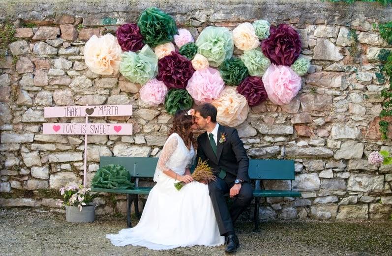 ideas para decorar tu boda con pompones de papel de seda blog de bodas bodas con detalle