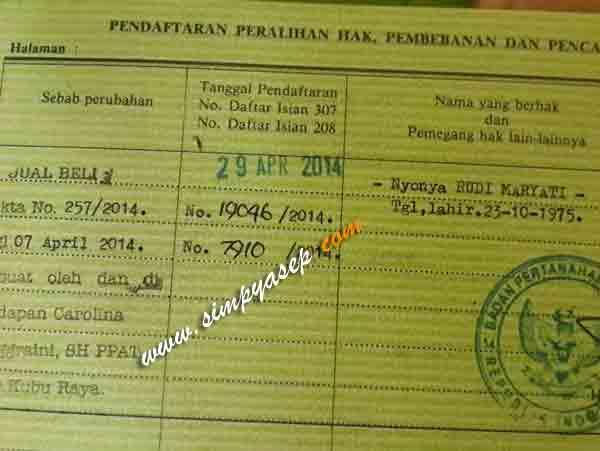 Inilah  foto sertifikat tanah yang sudah atas nama Ibu Rudi Maryati.  Foto Asep Haryono