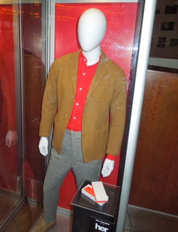 Joaquin Phoenix Theodore Her costume