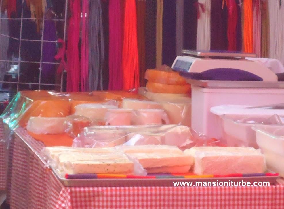 Quesos artesanales encontraras en el Mercado de Pátzcuaro