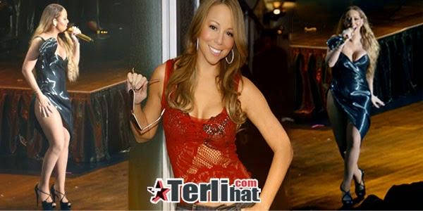Foto Mariah Carey Nampak Payudara dan CD