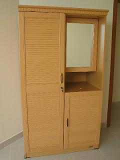 gambar model lemari pakaian modern yang menyesuakan kamar