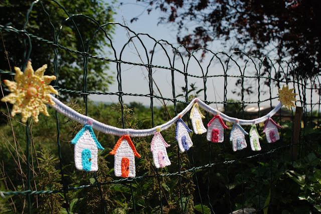 image of crochet beach hut bunting