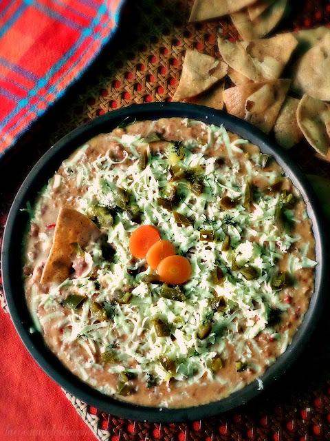 Dip de Frijoles con Chorizo Mexicano - lacocinadeleslie.com