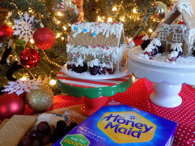 How To Make Healthier Holiday Treats With The Kids + Delicious 2 Ingredient Low Sugar Icing Recipe #HoneyMaidHouse