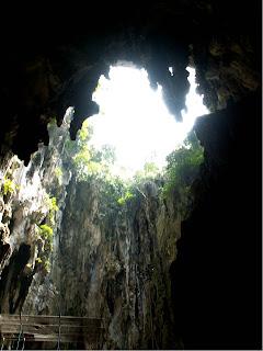 Batu Höhlen Photo große Öffnung in der Höhlendecke