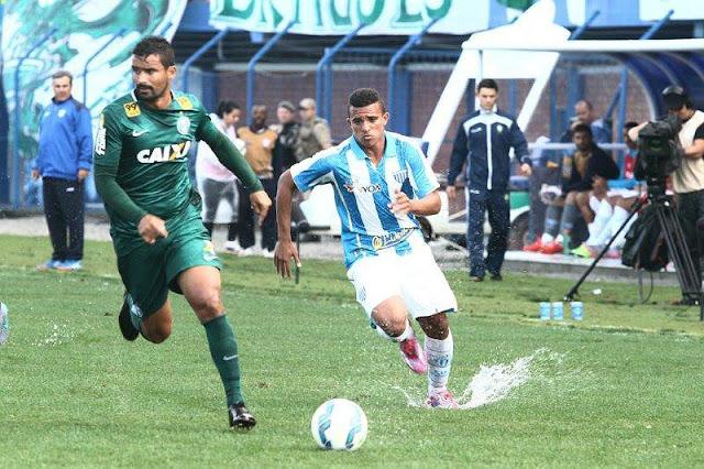 O gramado molhado da Ressacada prejudicou a partida entre Avaí e Coritiba (foto: Jamira Furlani/Avaí FC)