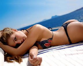 Sexy Bikini Woman Wallpapers