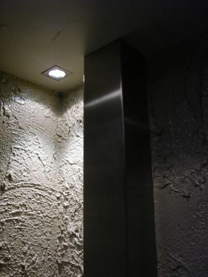 Баня с декоративна иноксова кутия за тръбите 1