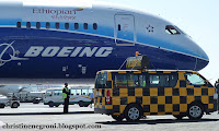 Dreamliner+with+follow+me+truck.jpg