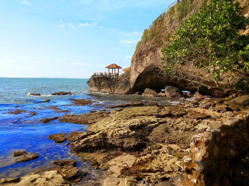 keindahan-pantai-karang-bolong-banten