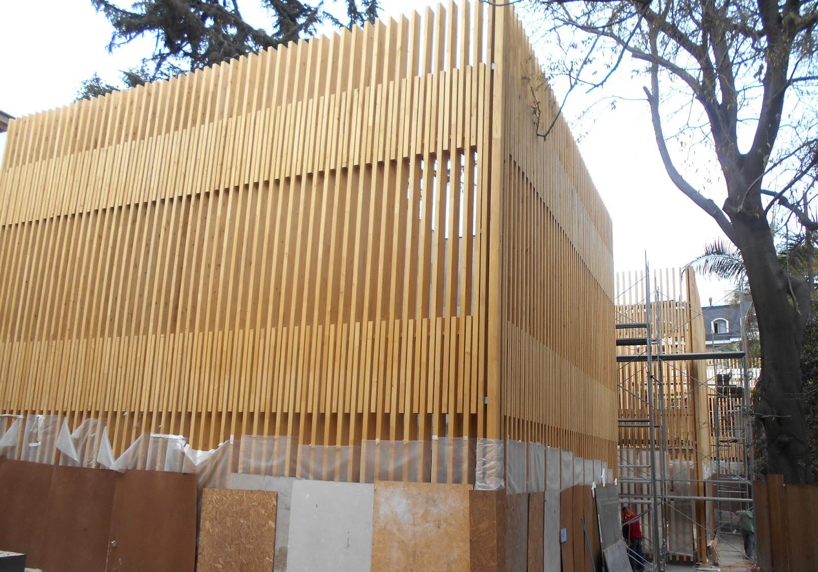 de las lamas de madera colocadas de exterior y est previsto que se termine la instalacin la prxima semana a falta de unos remates
