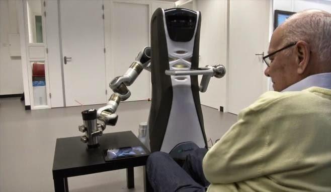 gambar Robot yang Dirancang untuk Merawat Lansia