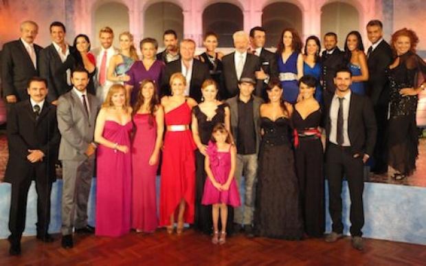 Durante la noche de ayer se presentó a los medios la nueva telenovela ...