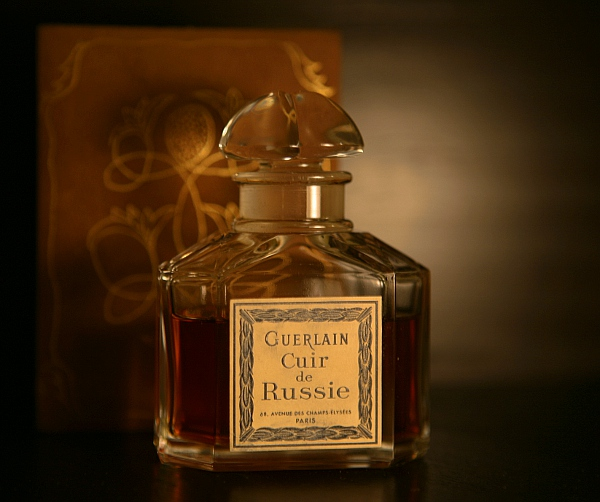 perfume shrine guerlain cuir de russie fragrance review of a rare vintage. Black Bedroom Furniture Sets. Home Design Ideas