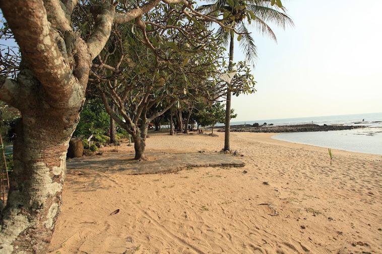 pesisir pantai mambruk