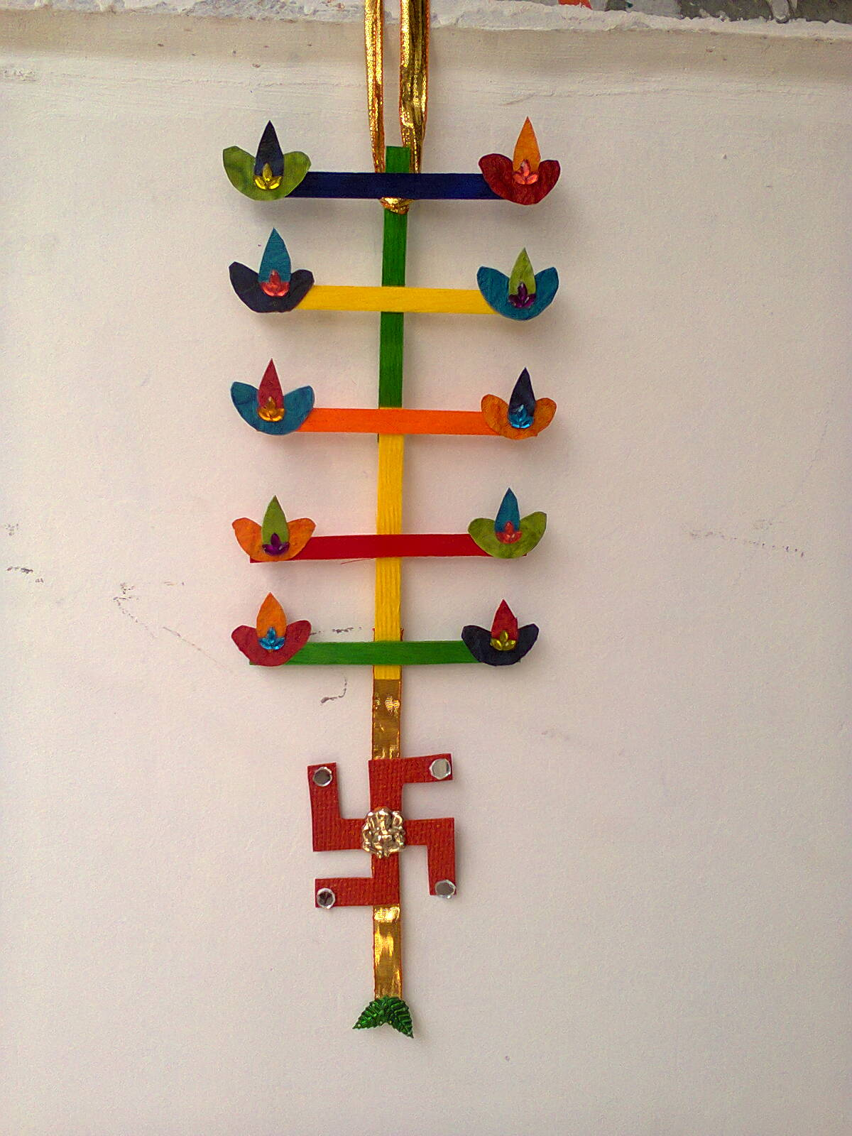 Craftis corner for Wall hanging out of waste material