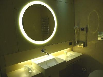Bologna (Italy) - UNA Hotel - Bathroom
