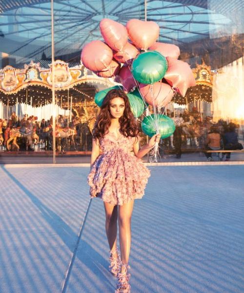 Mila Kunis sexy pour le magazine Harper's Bazaar