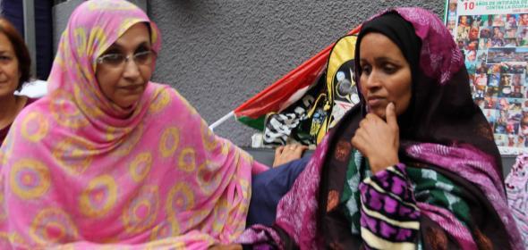 Aminetou Haidar visitando a Takbar