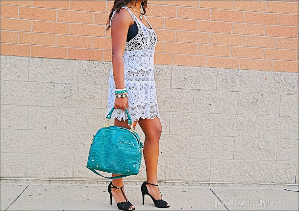 jewels with style, crochet dress, white summer dress, monica warren, blog lessons, black fashion blogger, fashion blogger tips, alice and olivia purse, green tote bag
