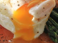 Resepi Diet Atkins Poached egg with smoked salmon and grilled asparagus