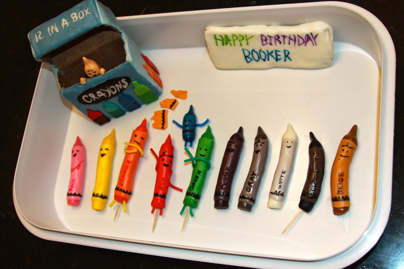 katie s cakes cupcakes crayons cake based on the book the day the